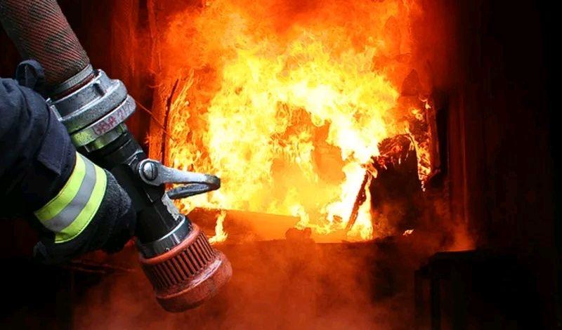Вогнеборці ліквідували пожежу в побутовому магазині