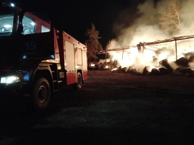 Рятувальники ліквідували пожежу 90 тонн соломи на території приватної агрофірми в селі Красносілка