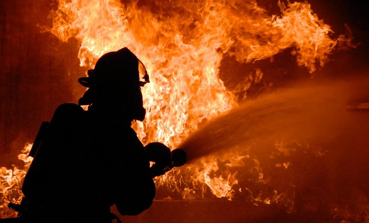 Пожежа від лазні перекинулася на житловий будинок, який вдалося врятувати