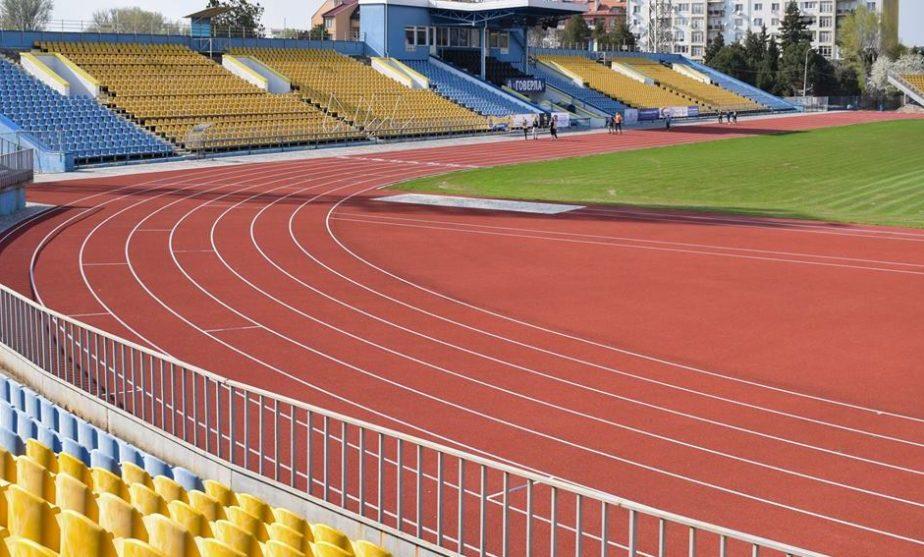 Договір на реконструкцію стадіону в Чуднові за 5,4 млн грн