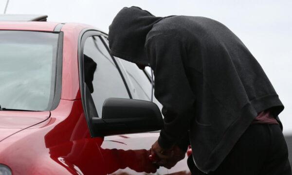 У Чуднівському районі підліток обікрав автомобіль