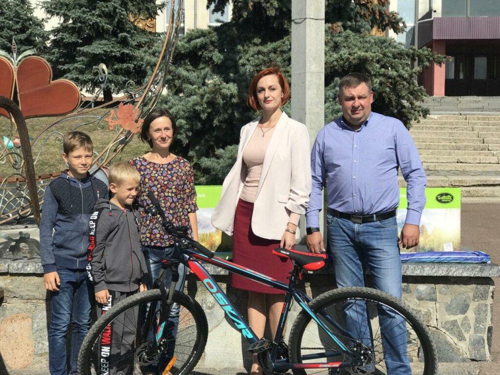 Переможці вікторини, організованої Ігорем Ходаком, отримали призи