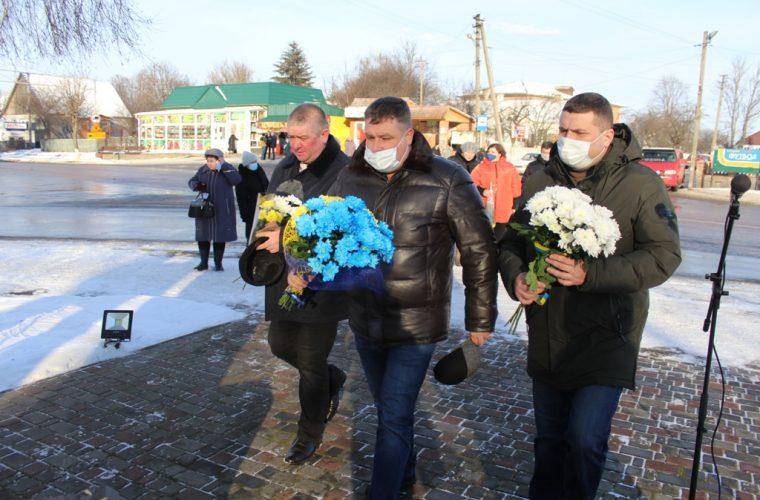 З нагоди Дня Соборності України у Чуднові відбулась урочиста церемонія покладання квітів