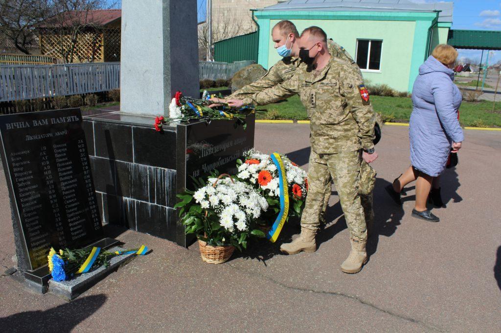У Чуднові відбулось покладання квітів з нагоди роковин Чорнобильської трагедії