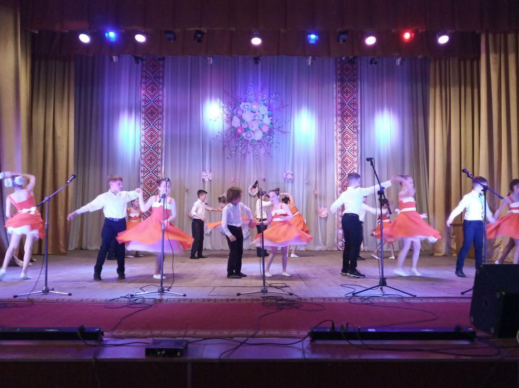 З нагоди Дня матері та Міжнародного Дня сім'ї у Чуднівському міському будинку культури відбувся святковий концерт