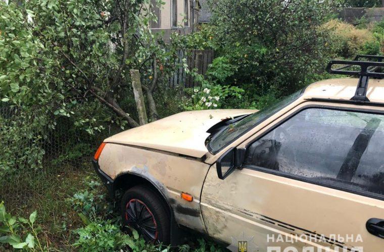 У Чуднові нетверезий юнак викрав чуже авто і влетів у стовп