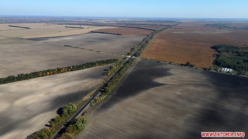 Між Чудновом та Любаром триває капітальний ремонт 13 км траси